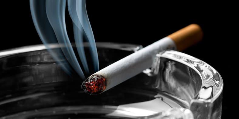 Cigaretė peleninėje